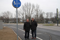 Verkehrsstadtrat Alfred Scheichl und Vizebgm. Gottfried Haselmayer nahmen den neuen Radweg in Augenschein. Foto: Stadt Krems.