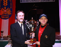 Alfred Fries erhielt den General Stodulka-Pokal. Foto:  Wolfgang Pehsl