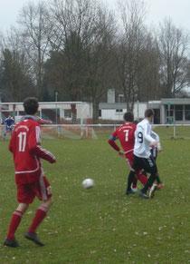 Jan Lehmann setzte sich gleich gegen zwei Preußen durch, scheiterte aber am guten SVP-Keeper Sprave