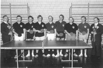 1969/70 erstmalig in der Vereinsgeschichte als Bezirksligameister Aufstieg in die westdeutsche Landesliga. V.l.n.r. Vorsitzender Peter Stüttgen, Bert Hohnen, Arndt Faßbender, Rudi Tillmanns, Josef Bragard, Heinz Rosarius, Alfred Müller, Bernd Schnitzler