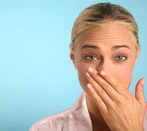 Mundgeruch kann unsicher und gehemmt machen © hanzl - Fotolia.com