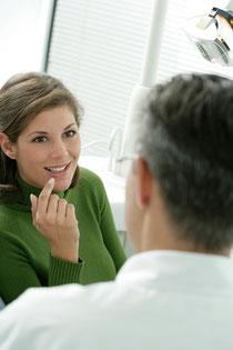 Glänzend reine Zähne, gesundes Zahnfleich: Ein gutes und sicheres Gefühl! © proDente e.V.
