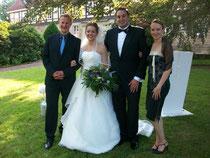 Sarah und Khaled mit den freien Rednern Annika und Bernd
