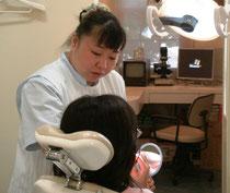 歯科衛生士さんは、歯の健康を守り維持する歯科医院には欠かせません。TBI風景。