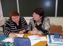 Никитина О.И. проводит индивидуальную консультацию с преподавателем курса Судниковой Т.Ф.