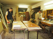 Manfred und Alexander Wagner in der Werkstatt