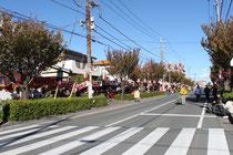 パレード開始前の祭り会場