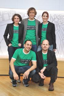 Das Team hinter den Digitalen Helden ist für die Konzeption, Durchführung der Ausbildung & das Projektbüro verantwortlich (v.l.n.r.): Angelika Beranek, Florian Borns, Beate Kremser, Gregory Grund, Jör