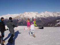 due giovani turiste, hanno sfidato il freddo nonostante i - 15 gradi