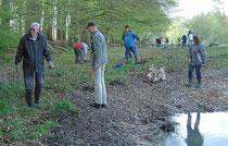 Rege Beteiligung beim Arbeitseinsatz am Fledermauswald.