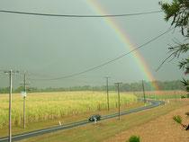 国も大きいけど虹も大きい