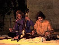 Adam et Barun sur scène, à Uzès