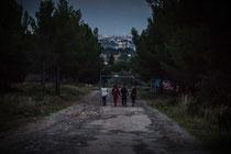Am Abend gehts auf der Suche nach Wasser ins kleine Dorf