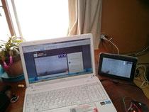塾生は、PCやタブレット、スマホで授業を受けます。