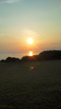 下田の海に昇る太陽