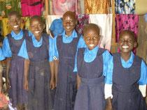 女子はジャンパースカート!着方が分からずスッタモンダ!1週間後、もう一人彼女たちに加わりました。