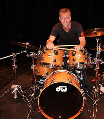 Dirk Steen, drums & percussion