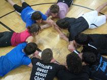 Kooperationsübungen ausprobieren und anleiten