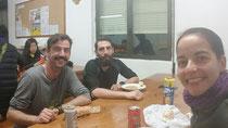Von Links: Spanier, John und ich