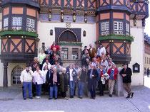 auf den Treppen des Rathauses in Wernigerode