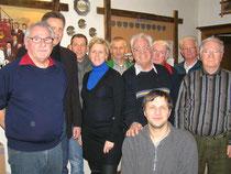 Mitglieder des neuen Vorstandes und die Fahnenträger (von links nach rechts): Manfred Schieß, Michael Meisner, Frank Scharfenort, Christine Meisner, Heiko Harms, Uwe Jenssen, Timo Walde, Günther Voss, Hans-Heinrich Henke und Hans Buck.