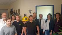 Präsident Jan Metzler (4. v. r.) mit dem Leiter der THW-RSt Bad Kreuznach Walter Leipold (3. v. r.), dem THW-Ortsbeauftragten für Simmern Max Westermayer (Mitte) und den Mitarbeiterinnen und Mitarbeitern der Regionalstelle