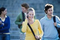 Symbolbild: Teenager auf Schulweg