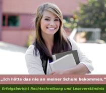 Symbolbild: Mädchen vor Schule