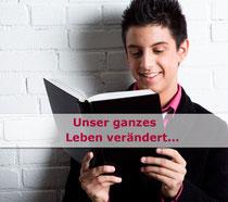 Symbolbild: Junge liest
