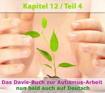 Foto: Pflanzentrieb von Händen beschützt