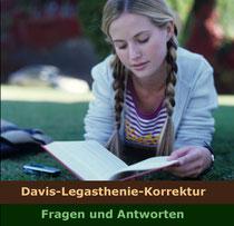 Symbolbild: Mädchen liest im Park