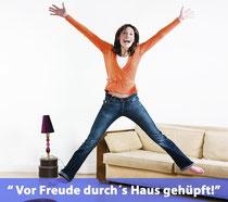 Symbolbild: hüpfende Frau