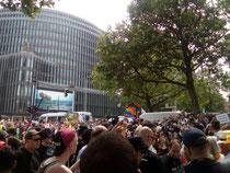 Eröffnung des CSD vis-a-vis vom Kudamm-Eck an der Kreuzung Joachsthaler Straße.
