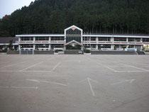 洞戸小学校グラウンド駐車場