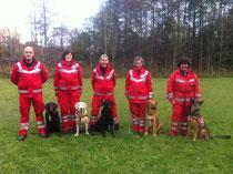 5 Hundeführer mit bestandener Prüfung.