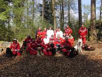 Gruppenfoto mit der Jugendrotkreuz-Gruppe Weiler und der Rettungshundestaffel Lindau
