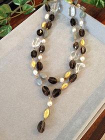 パールと天然石のネックレス