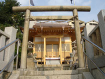 修復中の若宮神社