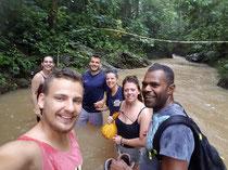 Wasserfalltrack bei Überschwemmung 3 Stunden durch den Dschungel