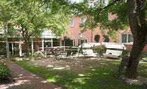 Rosenwaldhof - Innenhof mit Walnussbäumen