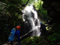 中ノ又谷の滝 左岸を登る。