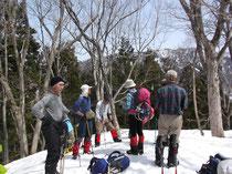 小嵐山山頂到着(1002M)ここで折り返しの班は大休憩。