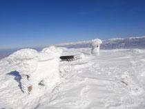 やっとついた頂上、なにもかも凍っている