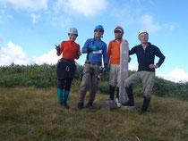 笹薮漕ぎ30分の末、無事山頂へ到着。