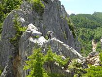 圧倒的な高度感の中、稜線を辿る。