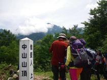 剱岳を望む中山頂上。