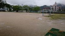 グラウンドにも雨が溜まって、今日は使えません。