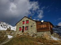 Cabane des Aiguilles Rouges, 2821 m