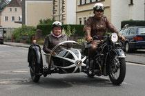 42 Motorradfahrer mit Beiwagen/Biker with sidecar
