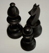 6 Schachfiguren (schwarz)/Chess pieces (Black)